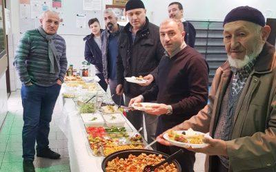 Spenden-Frühstück in der Moschee
